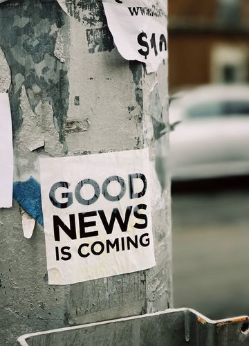 "Needs translation: Aufkleber ""Good News is coming"""